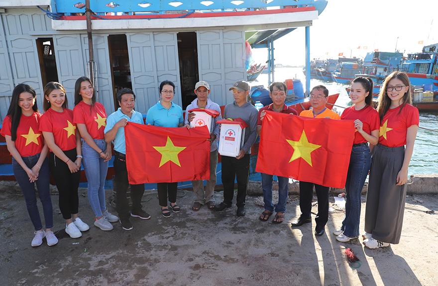 """Đồng hành cùng chương trình """"Một triệu lá cờ Tổ quốc cùng ngư dân bám biển"""""""