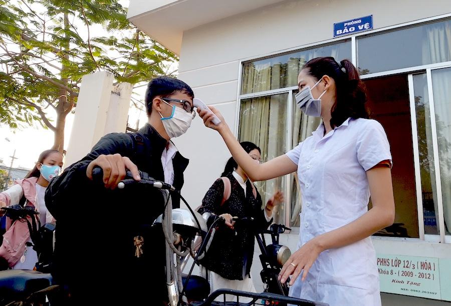 Quảng Nam phun thuốc tiêu độc khử trùng các điểm thi tốt nghiệp THPT