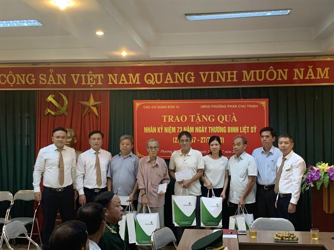 Vietcombank Hoàn Kiếm thăm và tặng quà thương binh, bệnh binh