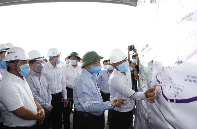 Thủ tướng lần thứ 3 kiểm tra tiến độ thi công cao tốc Trung Lương - Mỹ Thuận