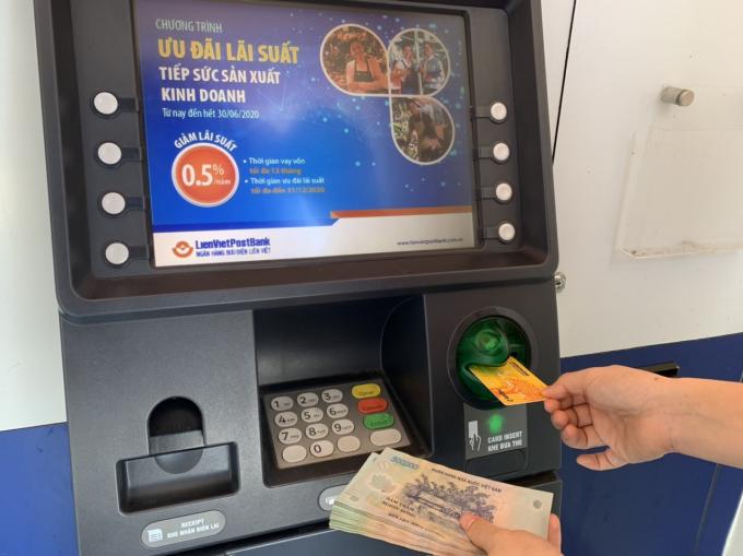 BHXH TP Hồ Chí Minh Đẩy mạnh thanh toán, chi trả chế độ không dùng tiền mặt