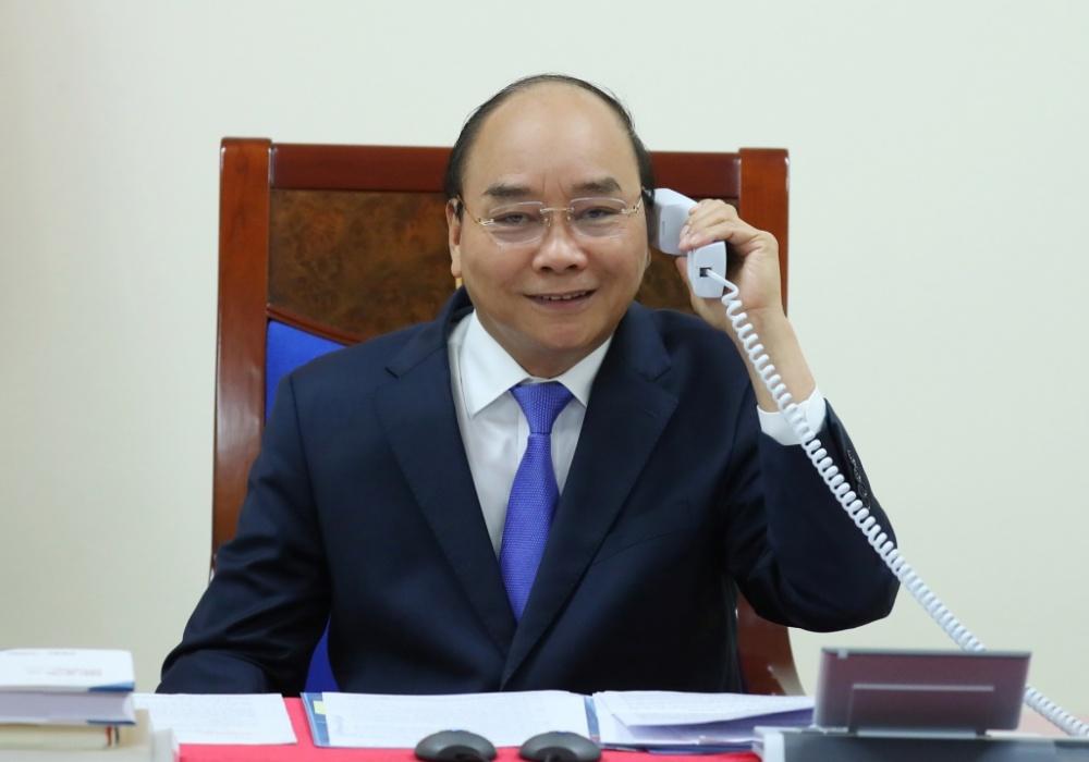Thủ tướng Nguyễn Xuân Phúc điện đàm với Thủ tướng Nhật Bản