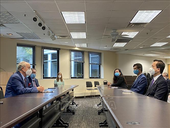 Đại sứ quán Việt Nam tại Mỹ trao tặng bang Maryland khẩu trang phòng dịch COVID-19