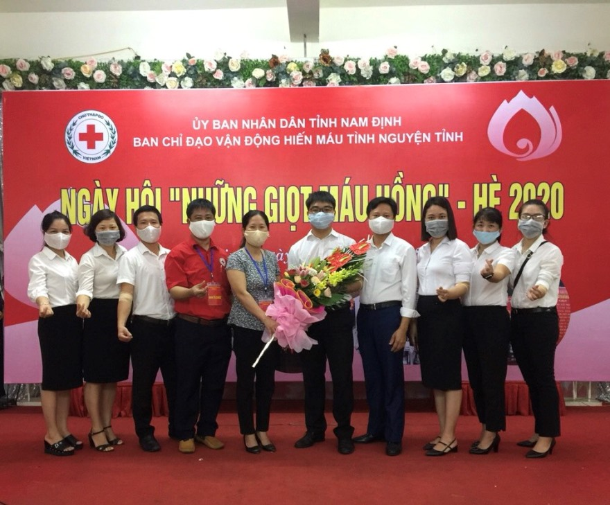 """Cán bộ - Đoàn viên Thanh niên Agribank Nam Định hưởng ứng ngày hội """"Những Giọt máu hồng"""" hè 2020"""