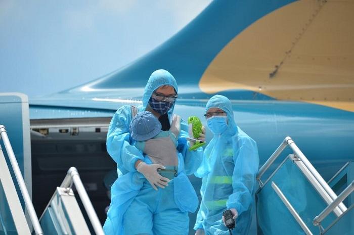 Chuyến bay đầu tiên chở du khách mắc kẹt ở Đà Nẵng