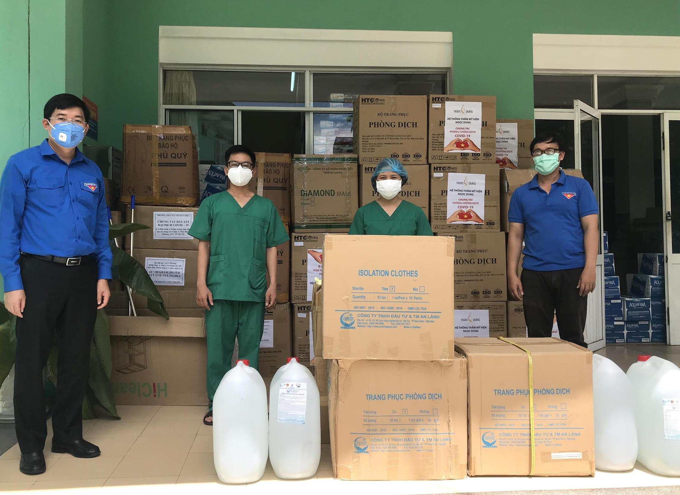 Tặng 4 700 bộ đồ bảo hộ y tế cho các bệnh viện, trung tâm y tế tại Đà Nẵng