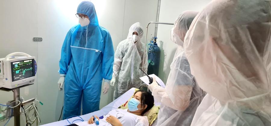 Diễn tập trước khi đưa Bệnh viện dã chiến Tiên Sơn chính thức đi vào hoạt động