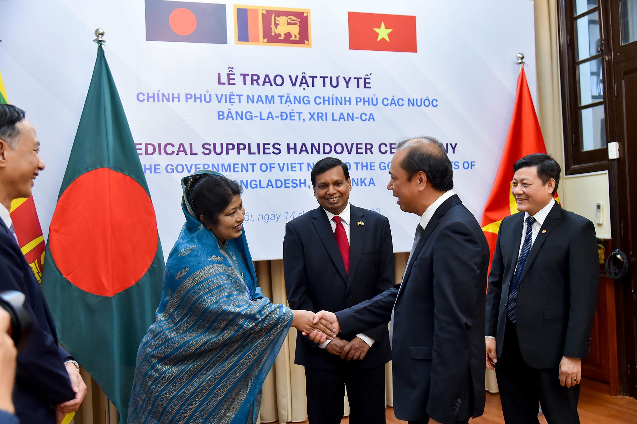 Việt Nam hỗ trợ Băng-la-đét và Sri Lan-ca phòng, chống dịch COVID-19