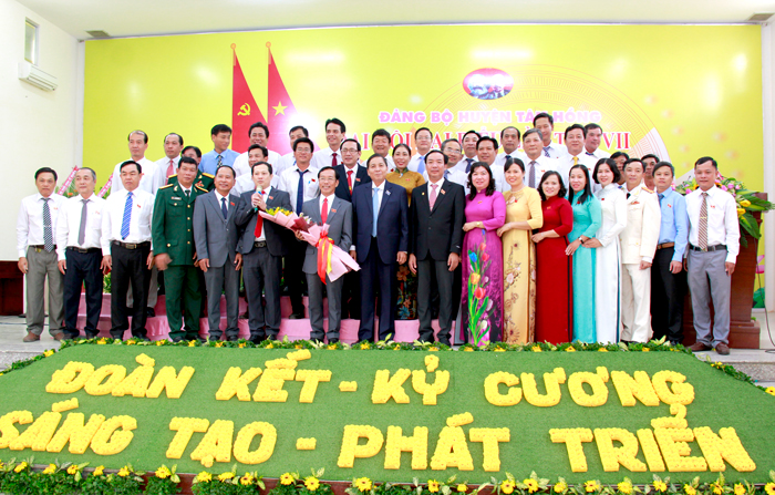 Đồng chí Đinh Văn Năm tái đắc cử Bí thư Huyện uỷ huyện Tân Hồng Đồng Tháp