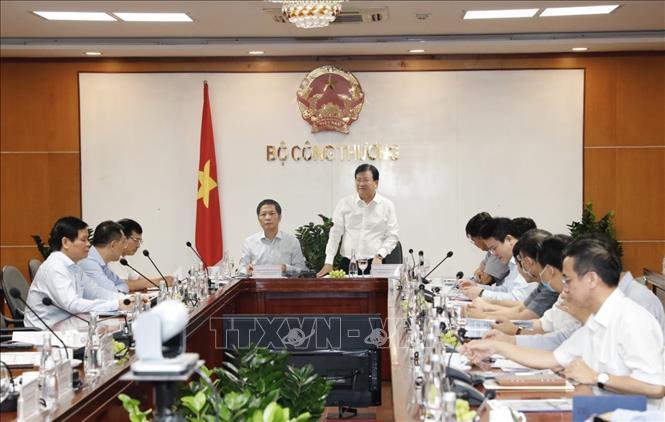 Phó Thủ tướng Trịnh Đình Dũng yêu cầu đẩy nhanh tiến độ hoàn thành Quy hoạch điện VIII