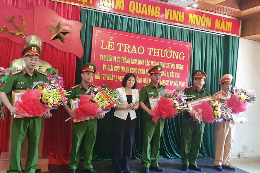 Khen thưởng các đơn vị điều tra, giải cứu thành công cháu bé 2 tuổi tại Bắc Ninh