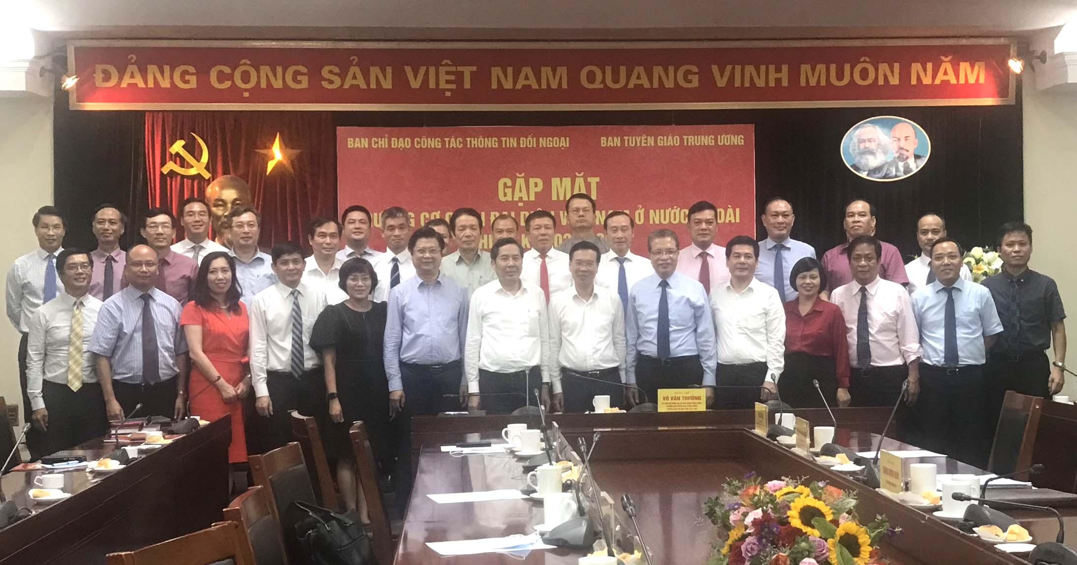 Đồng chí Võ Văn Thưởng gặp mặt các Trưởng Cơ quan đại diện Việt Nam ở nước ngoài