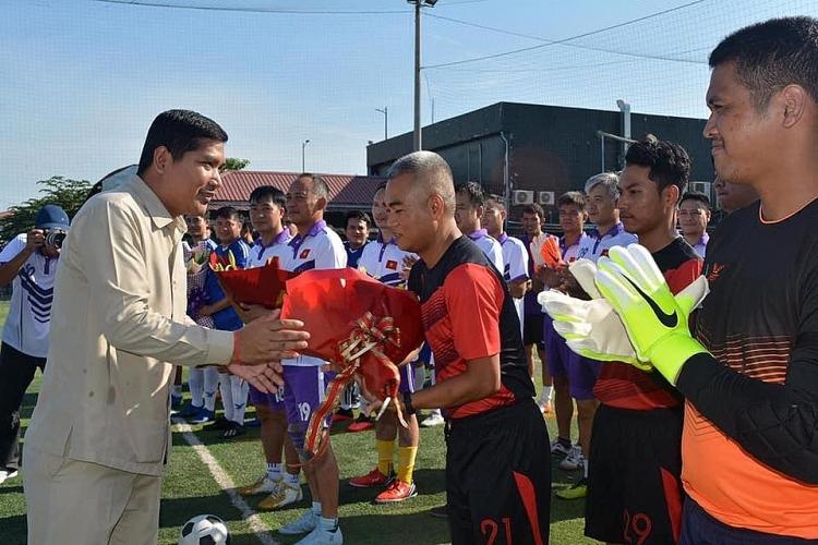 Sôi động giải bóng đá hữu nghị tại Campuchia