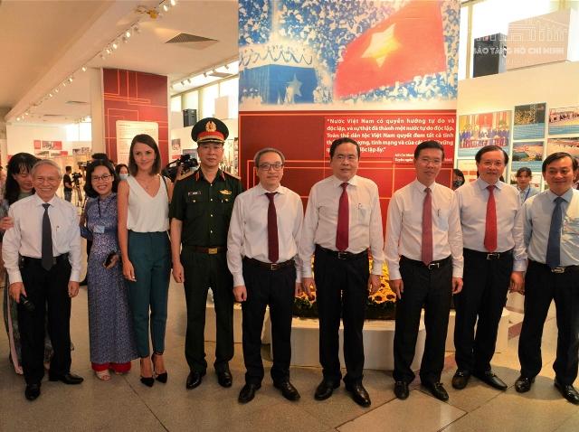 """""""Việt Nam – Độc lập, tự cường"""""""