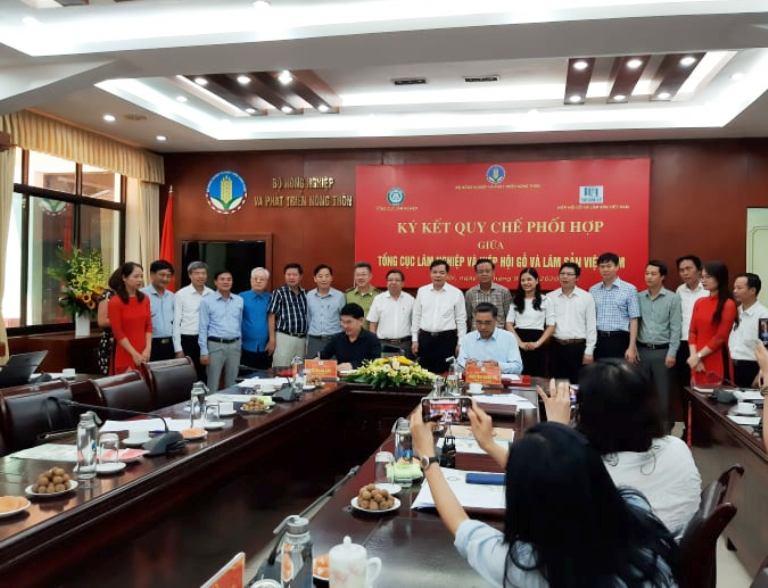 Tổng cục Lâm nghiệp, Hiệp hội Gỗ và Lâm sản Việt Nam ký kết quy chế phối hợp