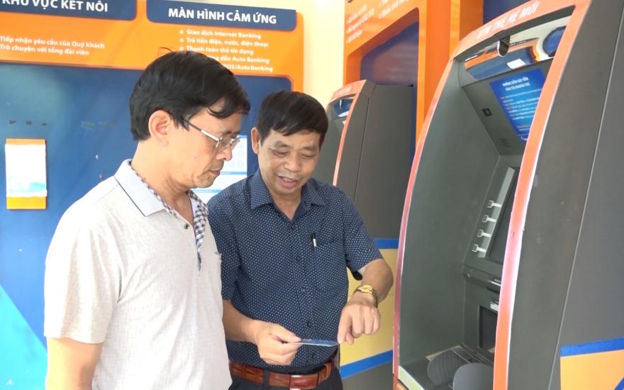 BHXH Việt Nam đẩy mạnh triển khai dịch vụ công trực tuyến, chi trả chế độ BHXH qua ATM