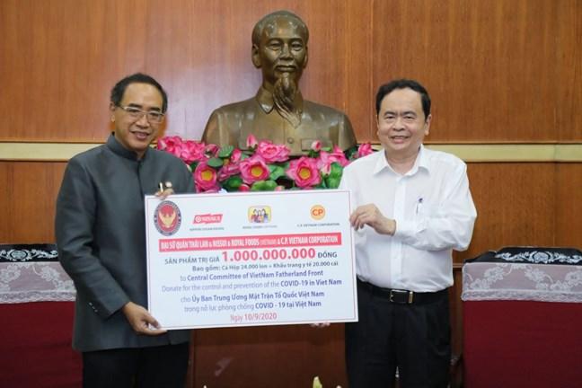 Tiếp nhận các hiện vật của doanh nghiệp Thái Lan ủng hộ phòng chống dịch COVID-19