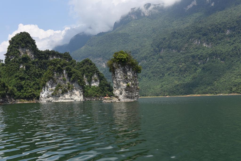 """Na Hang – """"Vịnh Hạ Long trên núi"""""""