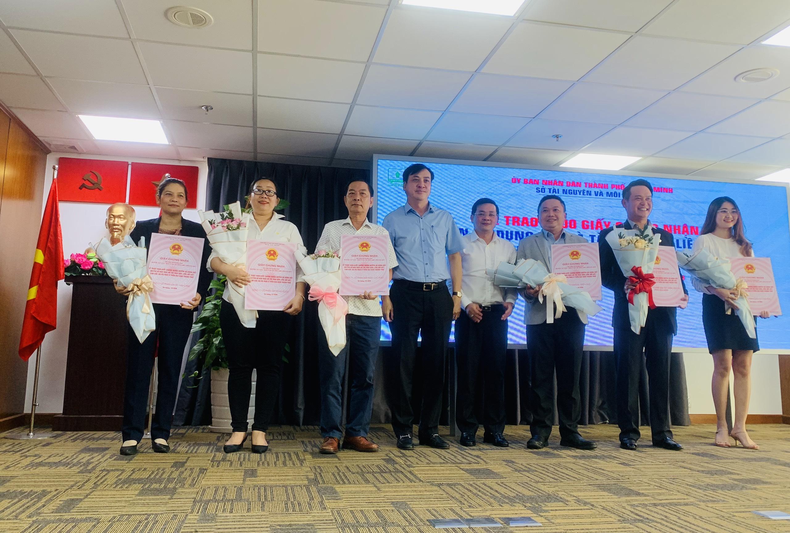 TP Hồ Chí Minh Trao 1 000 giấy chứng nhận quyền sử dụng đất cho các dự án nhà ở