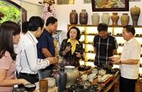 Phát huy thế mạnh gốm Bát Tràng gắn với du lịch làng nghề