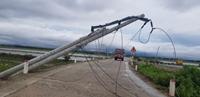 Điện lực miền Trung khẩn trương xử lý sự cố lưới điện do ảnh hưởng bão số 5