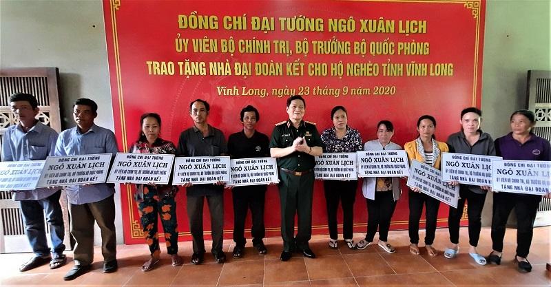 Đại tướng Ngô Xuân Lịch tham dự hoạt động bên lề Đại hội đại biểu Đảng bộ tỉnh Vĩnh Long