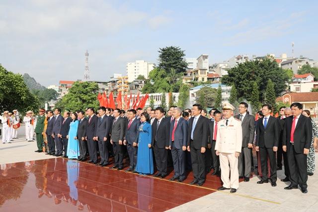 Quảng Ninh Dâng hương tưởng niệm các anh hùng liệt sĩ