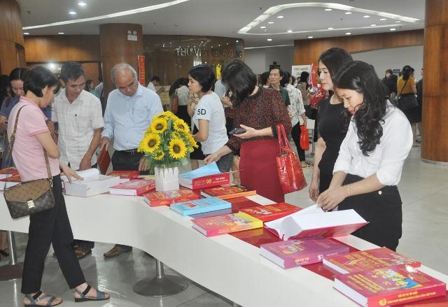 Triển lãm sách, báo Đảng bộ tỉnh Quảng Ninh từ đại hội đến đại hội