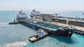 Tàu chở nhiên liệu của Iran cập cảng Venezuela