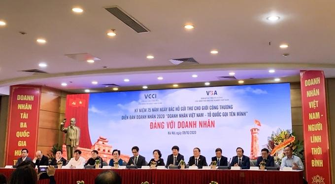 """Lễ kỷ niệm 75 năm Ngày Bác Hồ gửi thư cho giới Công Thương và Diễn đàn doanh nhân Việt Nam 2020 """"doanh nhân Việt Nam - Tổ quốc gọi tên mình"""" diễn ra tại Hà Nội ngày 9/10 (Ảnh: QT/ Dangcongsan)"""