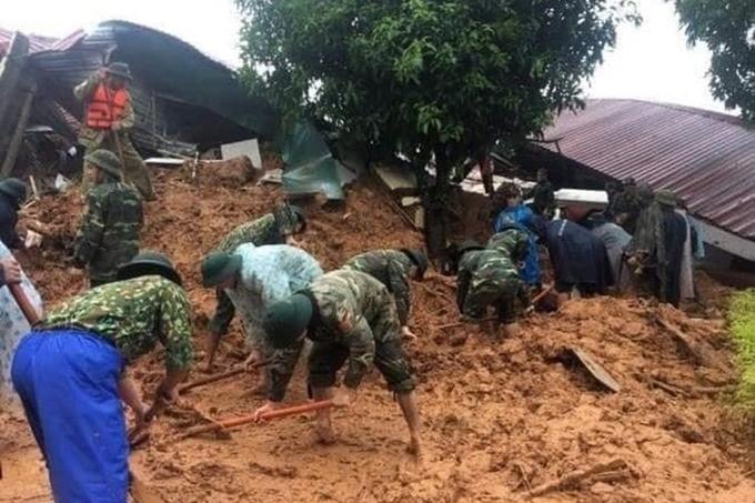 Tập trung cứu nạn, khắc phục hậu quả sạt lở đất tại Thừa Thiên Huế và Quảng Trị