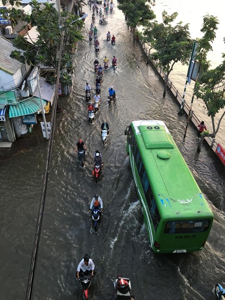 TP Hồ Chí Minh Triều cường dâng cao ngập nhiều tuyến đường