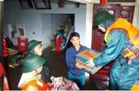 Hà Tĩnh Bộ đội, dân quân nỗ lực ứng cứu, hỗ trợ nhân dân vùng ngập lụt