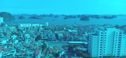Khách du lịch đến Quảng Ninh ngày một đông