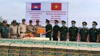 Hỗ trợ hai tỉnh Takeo, Kandal Campuchia bị ảnh hưởng bởi mưa lũ