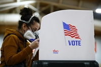 Hơn 60 triệu cử tri Mỹ tham gia bỏ phiếu sớm