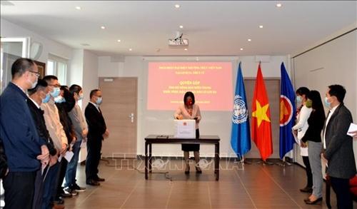 Phái đoàn Việt Nam tại Geneva quyên góp ủng hộ miền Trung