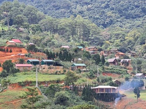 """Lâm Đồng yêu cầu xử lý kịp thời hành vi vi phạm tại """"Làng biệt thự"""" dưới chân núi Voi"""