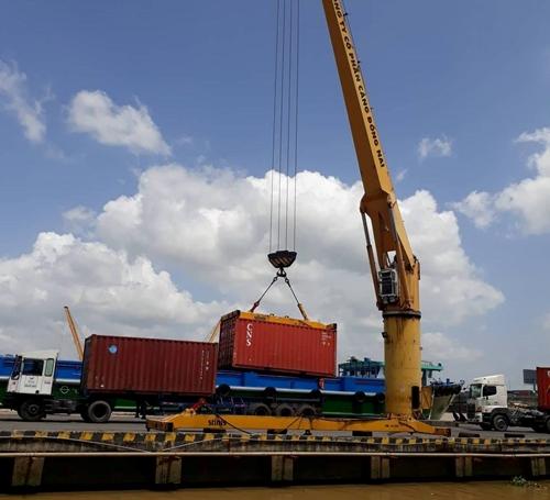 Kim ngạch xuất nhập khẩu hàng hoá cả nước giảm 1,3 so với tháng trước