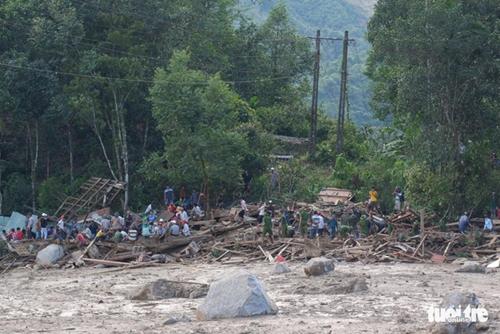 Cứu được 33 người dân trong vụ sạt lở nghiêm trọng tại huyện Nam Trà My