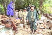 Tư lệnh Quân khu 5 kiểm tra công tác cứu hộ tại xã Trà Leng