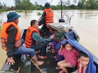 Gương dũng cảm, cứu người trong mưa lũ