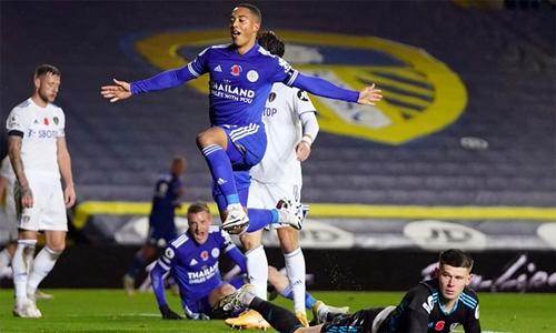 Leicester leo lên nhì bảng Premier League