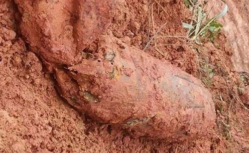 Quảng Bình Cấm đường 8 ngày để xử lý quả bom nổ chậm trên Quốc lộ 9B