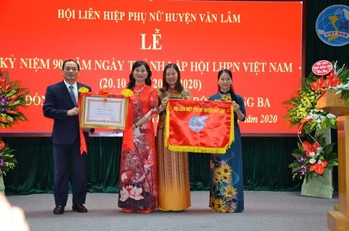 Phụ nữ Văn Lâm đơn vị dẫn đầu phong trào thi đua