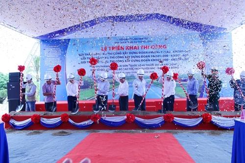 Thi công 3 gói thầu xây lắp dự án cao tốc Bắc - Nam đoạn Mai Sơn - Quốc lộ 45