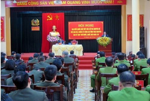 Phó Thủ tướng Phạm Bình Minh tiếp xúc cử tri là cán bộ, chiến sĩ Công an tỉnh Thái Nguyên