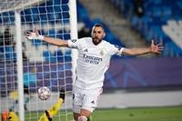Benzema kéo Real đi tiếp tại Champions League