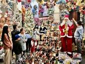 Lung linh sắc màu Noel trên phố Hàng Mã