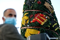 Cây thông Noel tưởng nhớ lính cứu hỏa thiệt mạng trong vụ nổ ở Li-băng